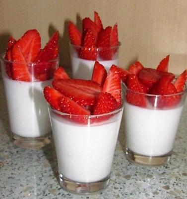 Blancs manger aux fraises