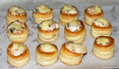 Mini bouchees a la reine